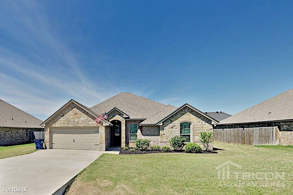 3107 White Horse Court, Granbury, TX - $1,949