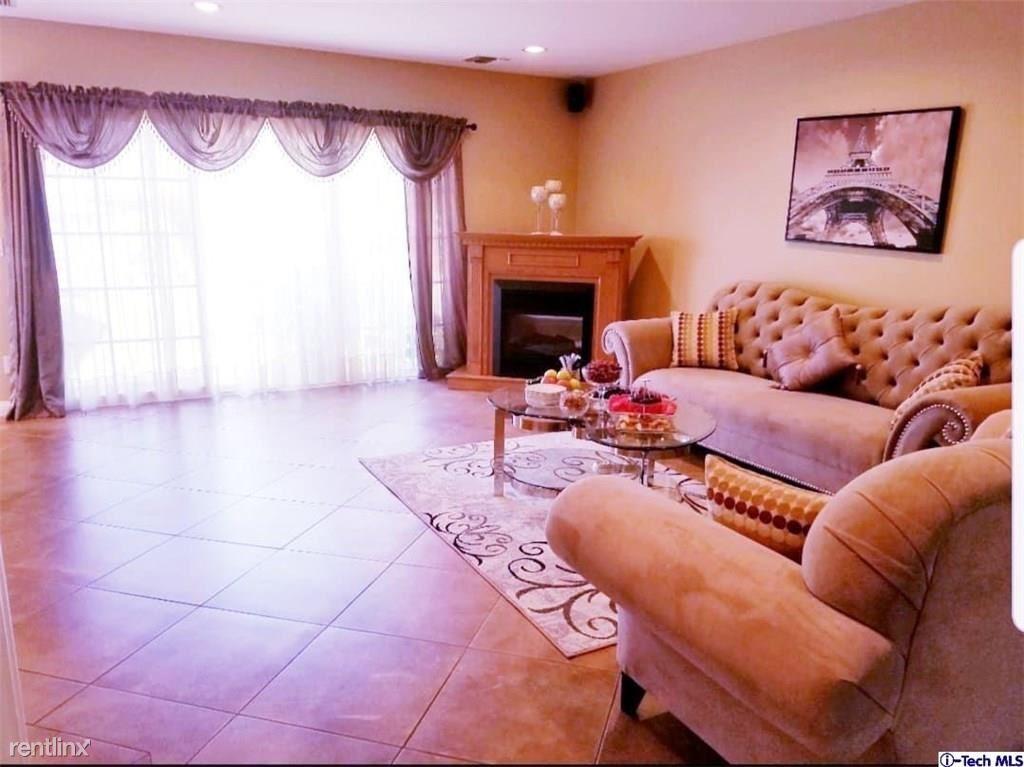 8261 8263 Hillrose St, Sunland, CA - $3,500