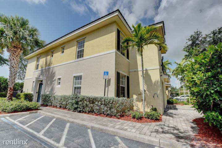 7 Largo Way, Boynton Beach, FL - $2,400