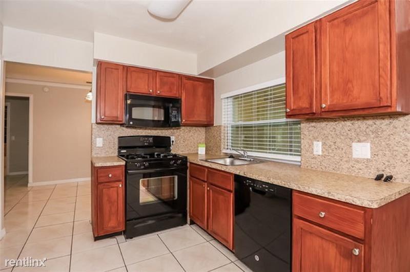 9131 NW 25th St, Sunrise, FL - $2,250