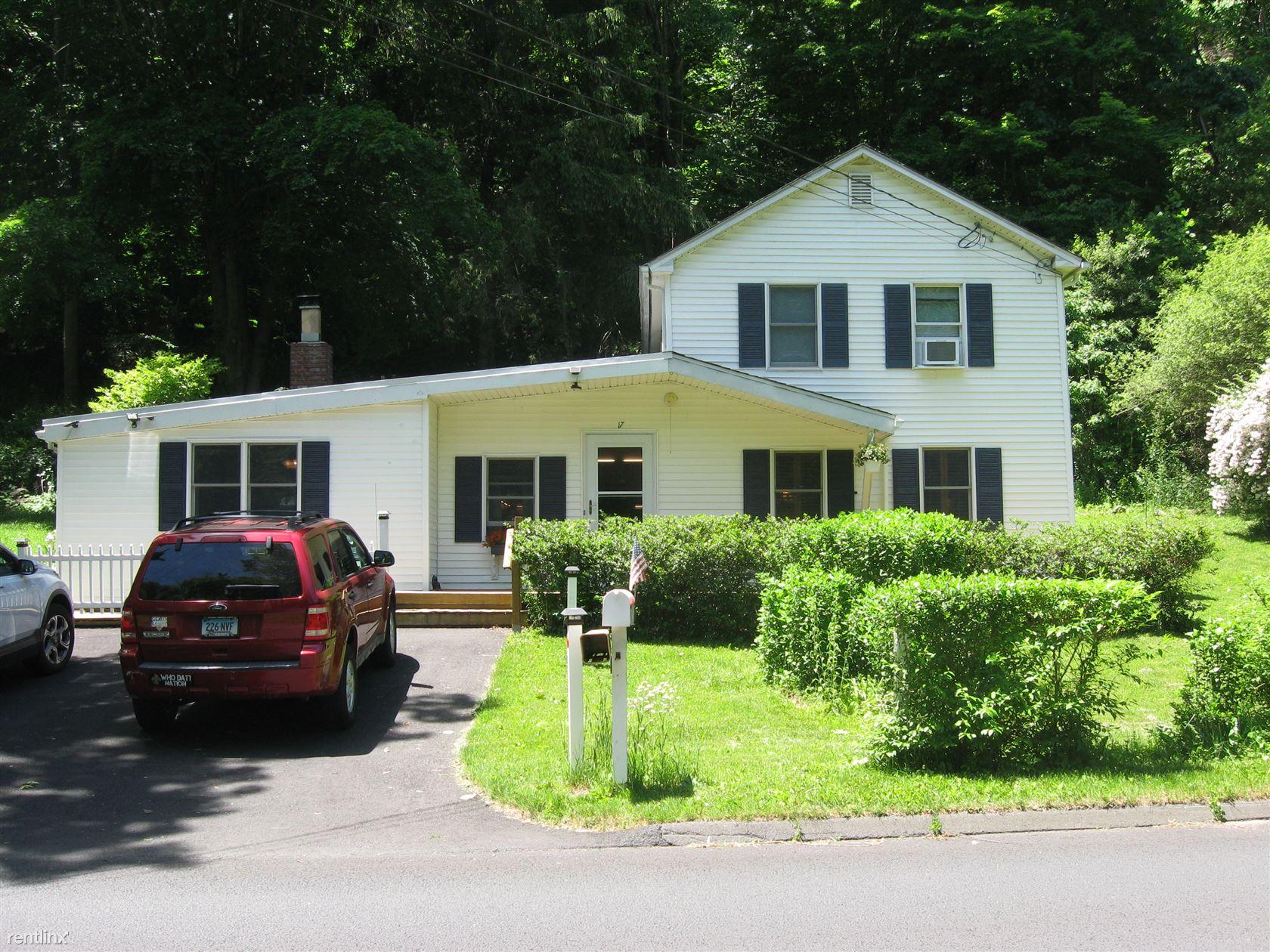 17 Mountainville Rd, Danbury, CT - $2,100