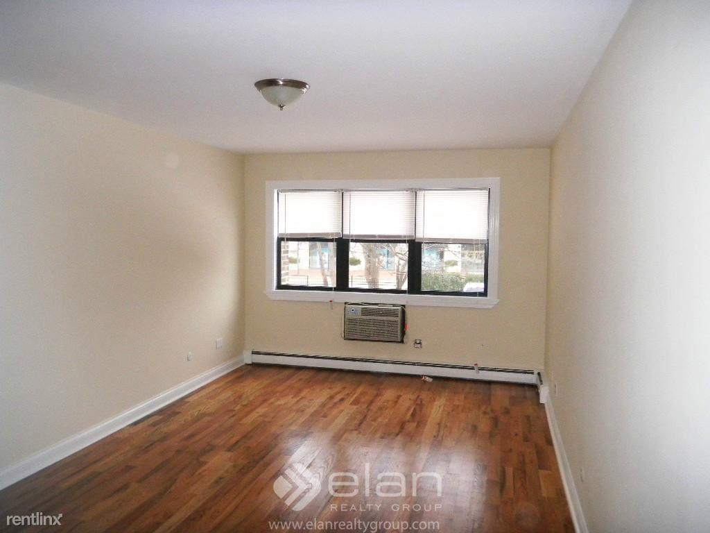 696 Elm Place Apt 106, Highland Park, IL - $1,495
