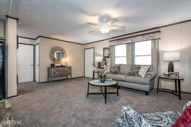 999 Estate Dr 999, Flint, MI - $949