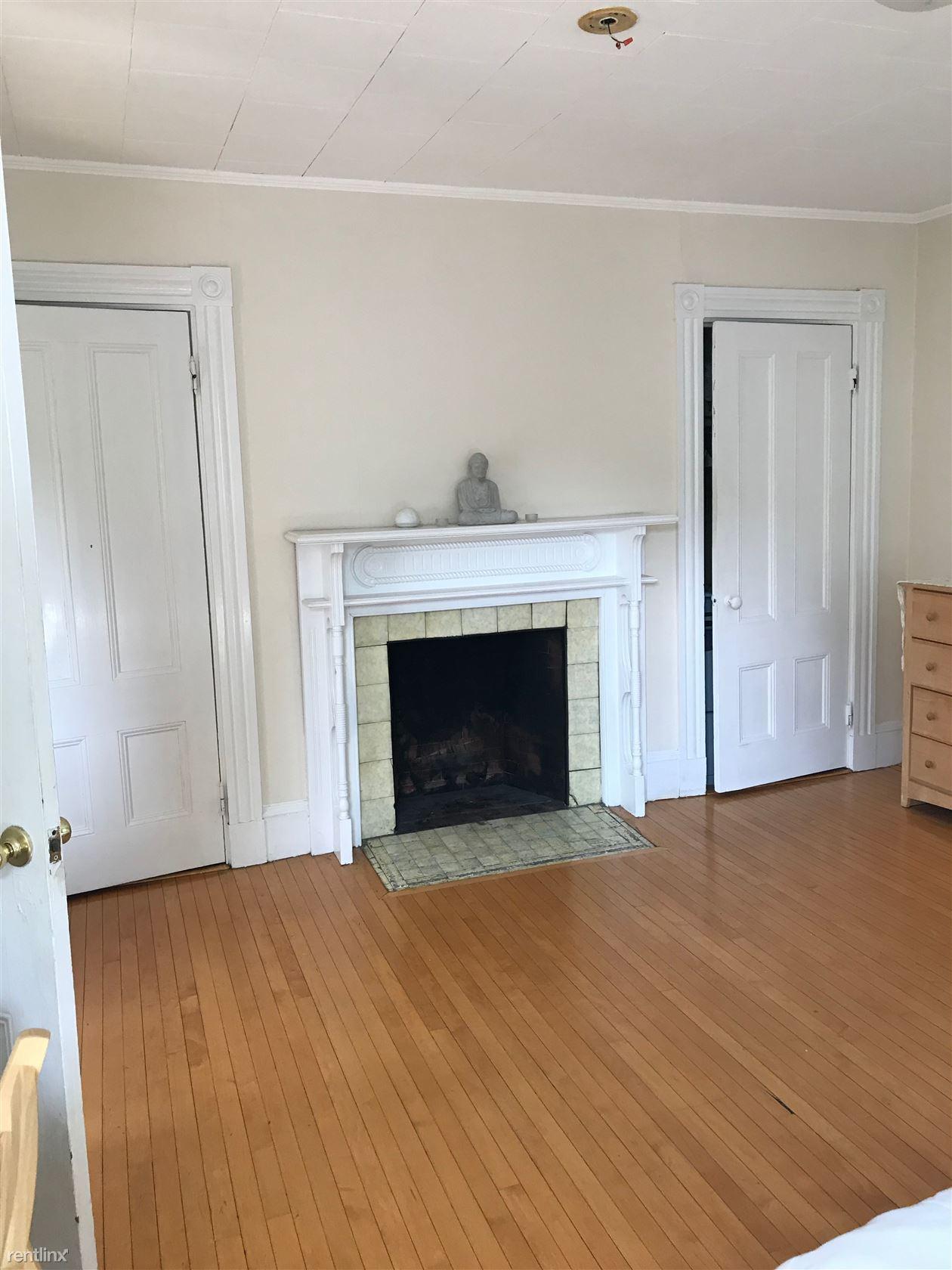 14 Abbott St Apt 2F, Wellesley, MA - $2,300
