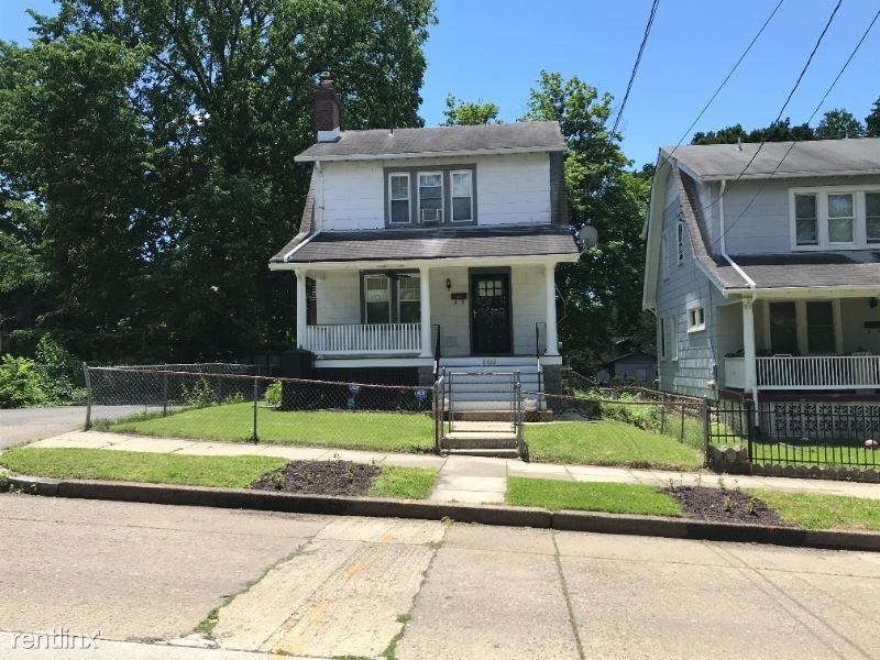 2433 Perry St NE, Washington, DC - $2,800