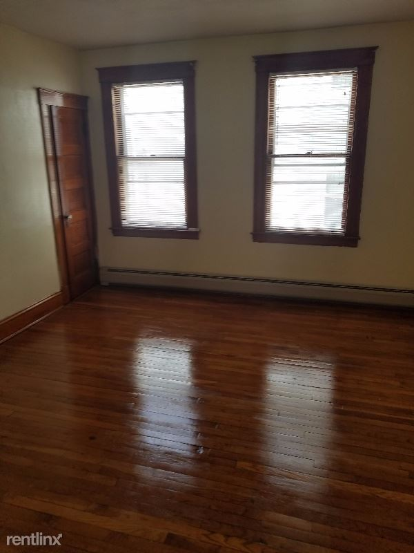 29 Cabot Street 3rd floor, New Britain, CT - $1,050