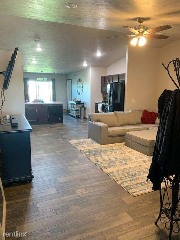 300 East Ivy Rd, Tea, SD - $1,475 USD/ month