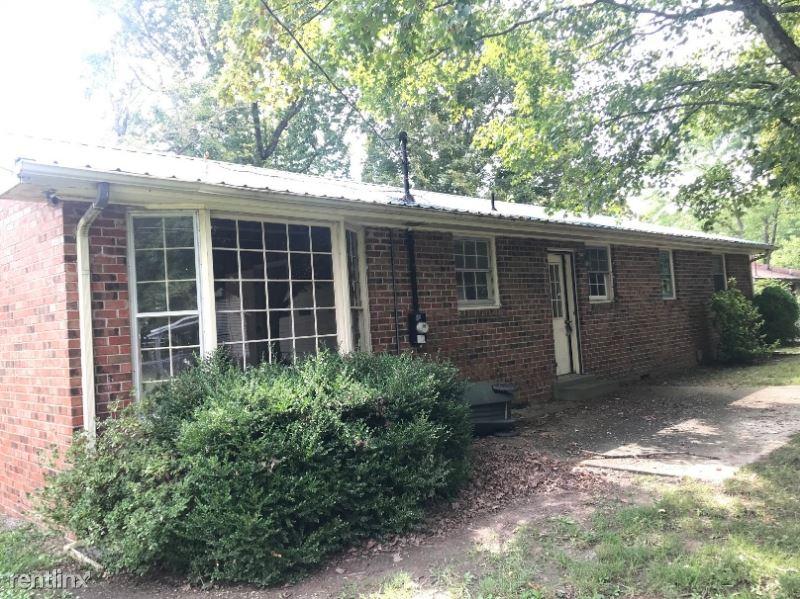 1707 Woodside Dr, Springfield, TN - $1,600