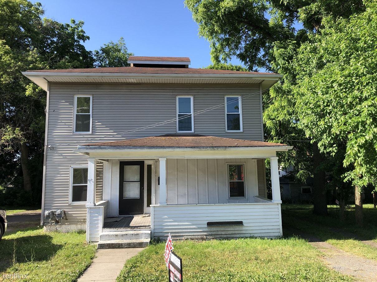 723 W Ganson St Apt 1, Jackson, MI - $750