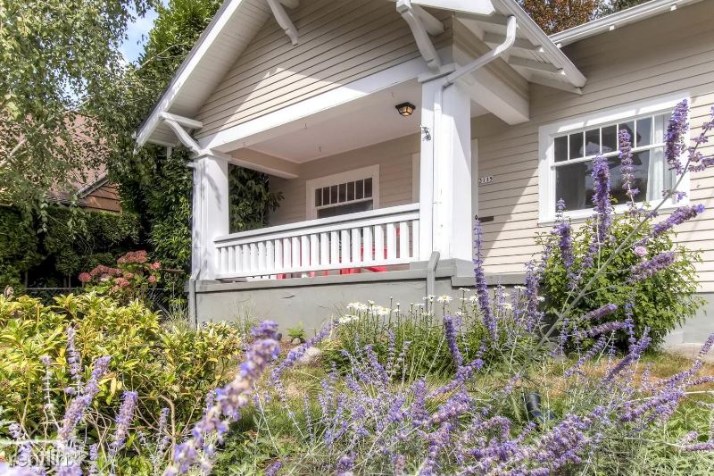 3115 NE Schuyler St Irvington Neighborhood, Portland, OR - $2,999