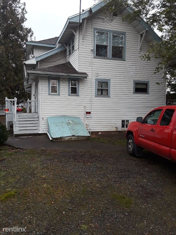 1745 State Street N.E. 17th, NE Salem, OR - $2,195