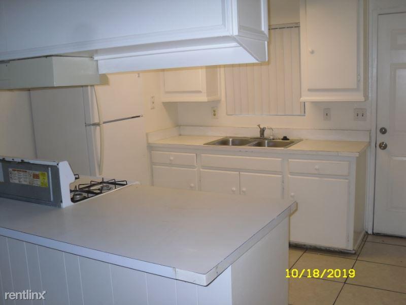 2012 E Mission Ave 19, Escondido, CA - $1,695