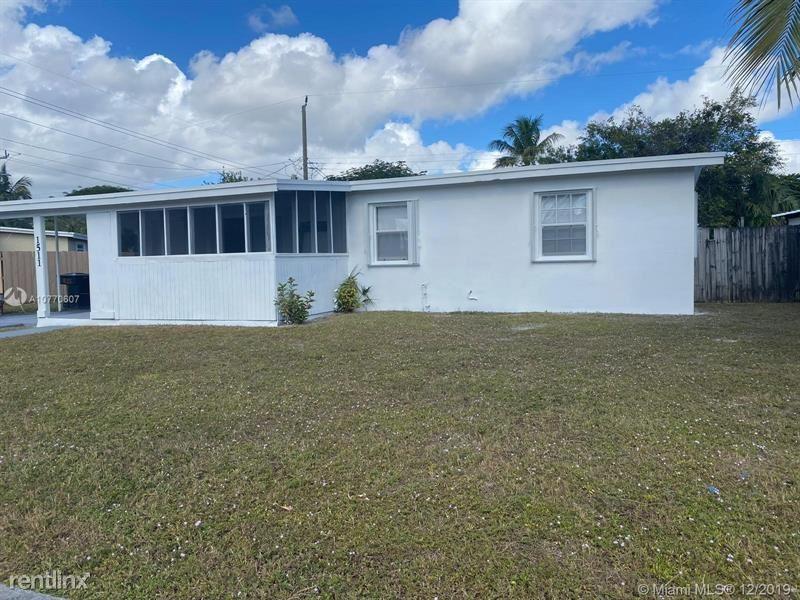 1250 NE 42nd St, Pompano Beach, FL - $2,250