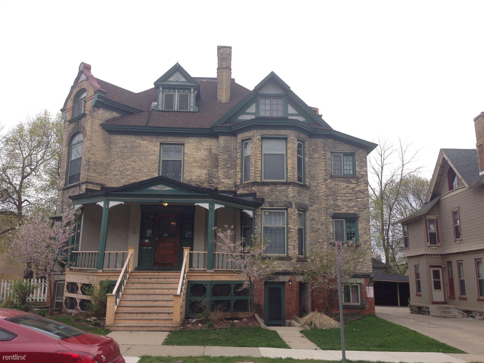 121 Madison Ave SE # 17, Grand Rapids, MI - $750