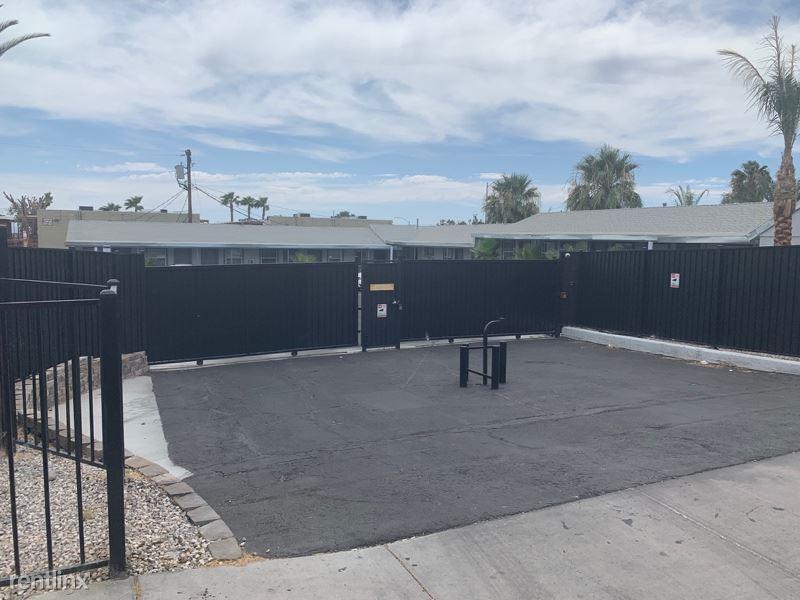 1401 e Carson Ave, Las Vegas, NV - $850