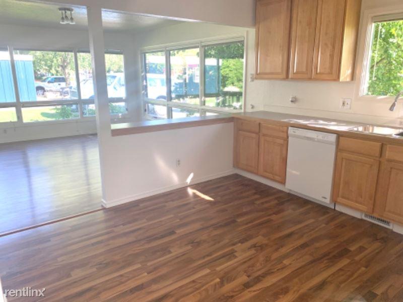 637 W 18th Ave, Anchorage, AK - $1,400