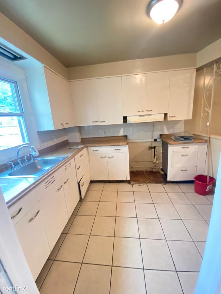 376 6th Ave W, Newark, NJ - $1,800