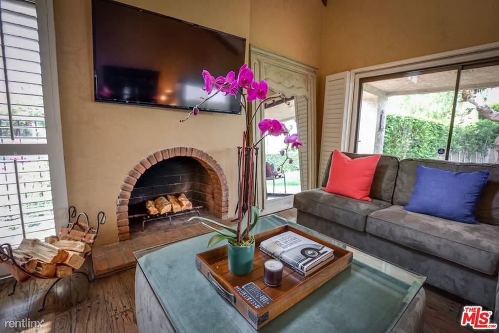 228 S Le Doux Rd, Beverly Hills, CA - $9,750