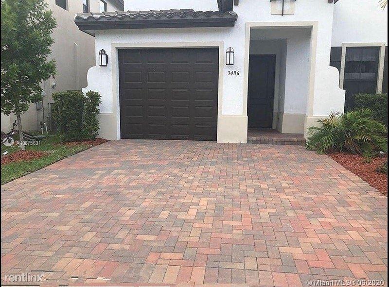 9872 Blue Spring Street, Hialeah, FL - $2,800