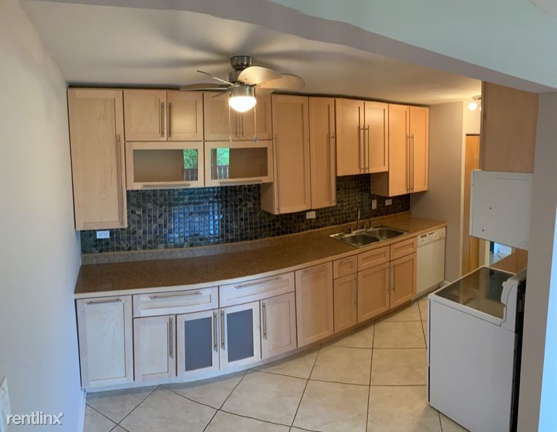 675 Grove Drive 404, Elk Grove Villiage, IL - $1,600