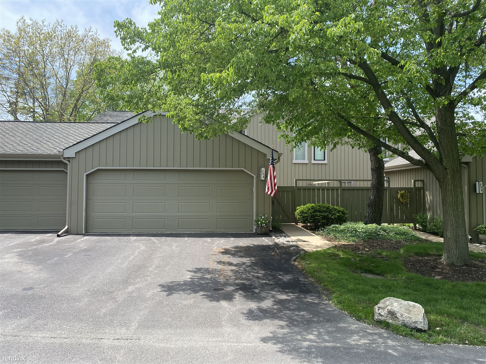 294 Hickory Ln, Lake Barrington, IL - $1,795