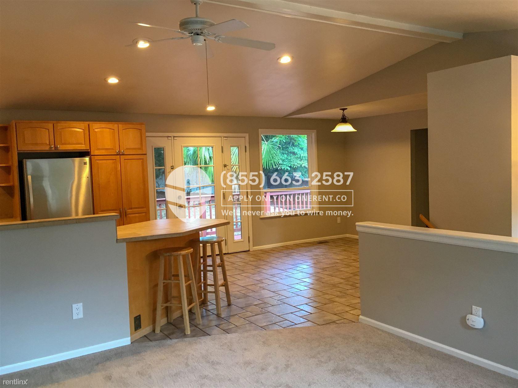 9738 NE 138th Pl, Kirkland, WA - $2,850
