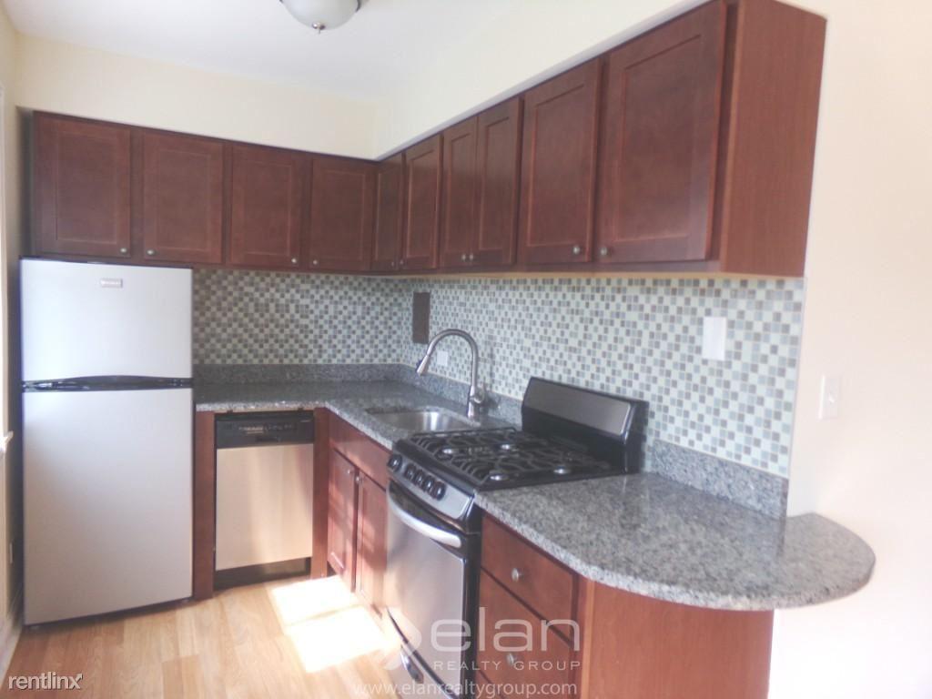 696 Elm Place Apt 200, Highland Park, IL - $1,540