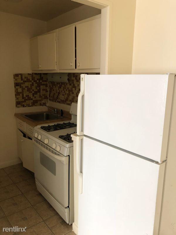 27 N Dryden, Arlington Heights, IL - $880