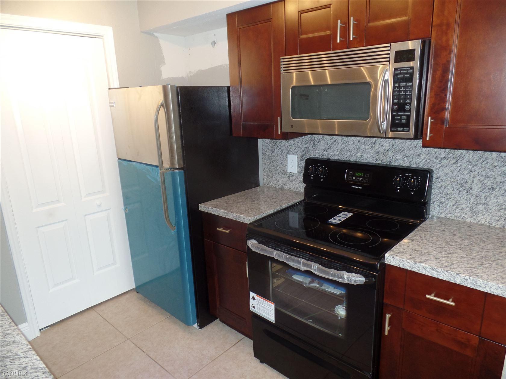 2341 NW 33rd St Apt 410, Oakland Park, FL - $1,645