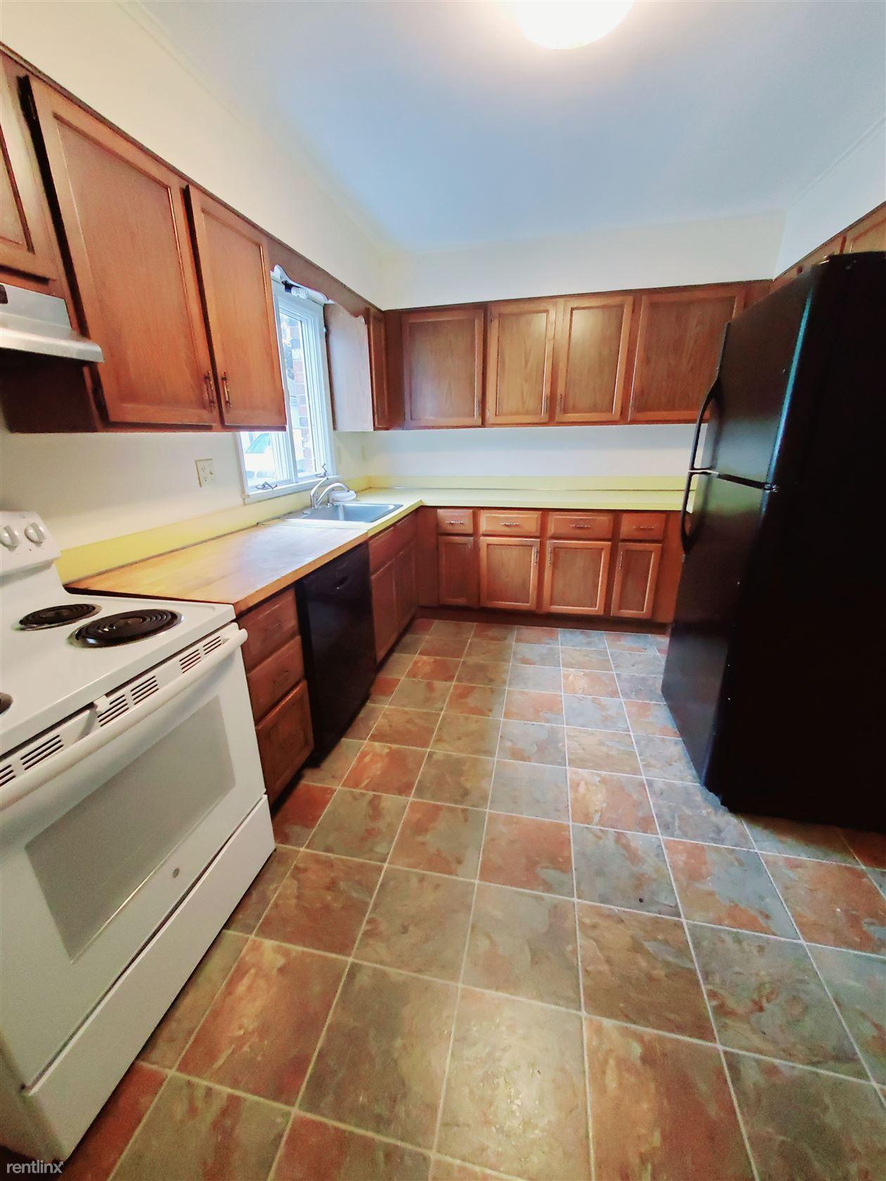 Mariners Ln, Stamford, CT - $2,200