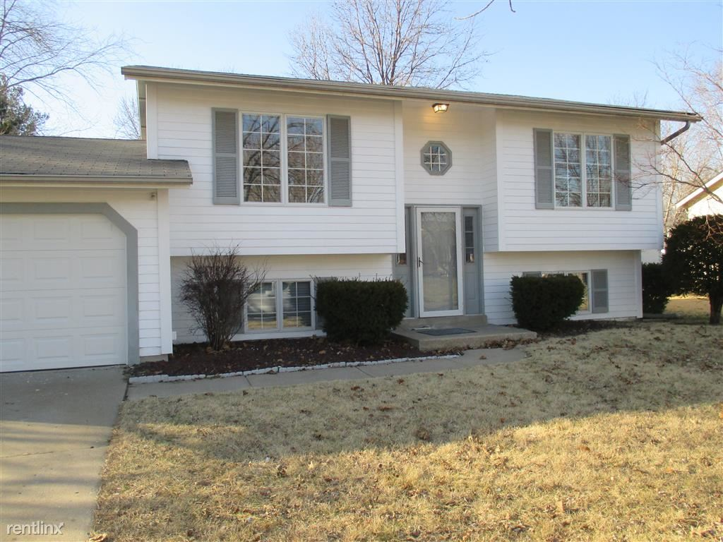 15541 95th Ave, Florissant, MO - $1,399