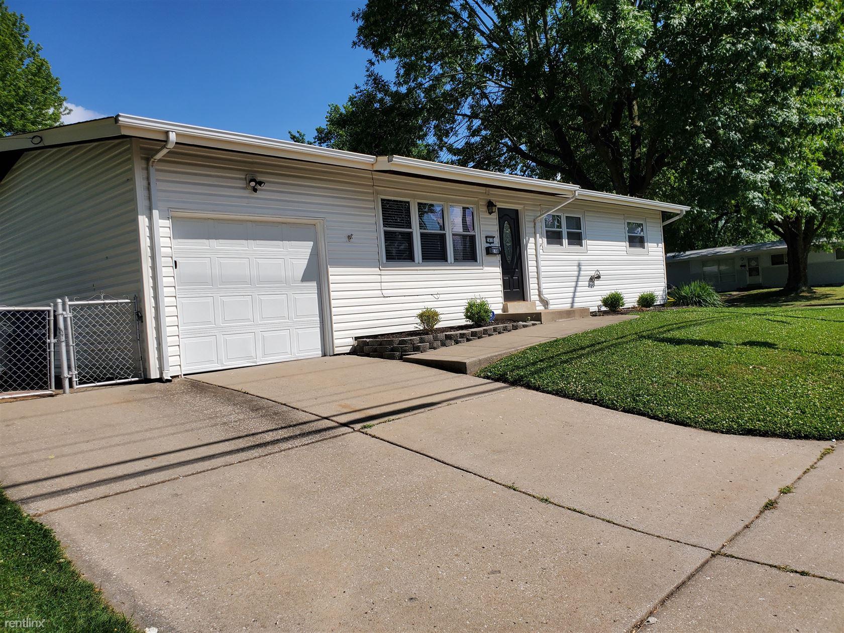 2410 Patterson Rd, Florissant, MO - $1,299
