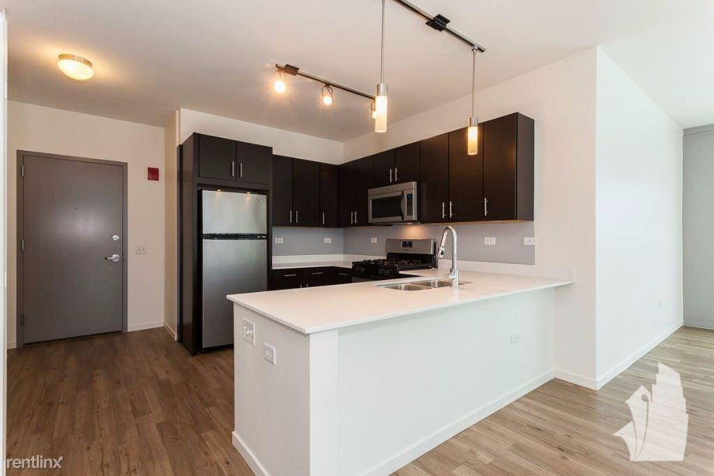 3740 N Halsted St, Chicago, IL - $5,635