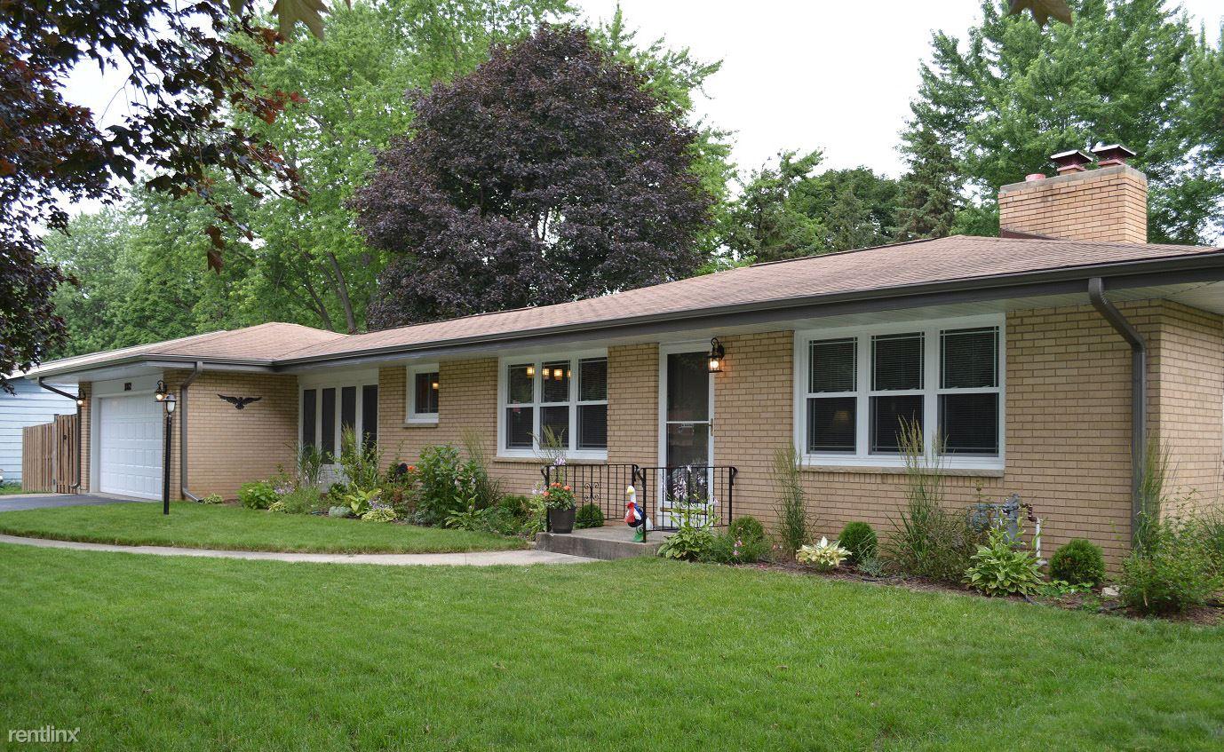 1012 Meadow Ln, Elgin, IL - $1,700