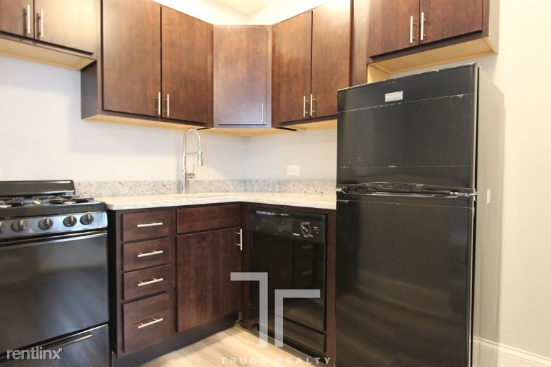 839 W Sheridan Rd 100, Chicago, IL - $1,100