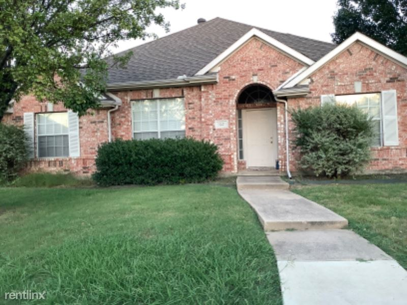 3820 Harrison Dr, Carrollton, TX - $2,000