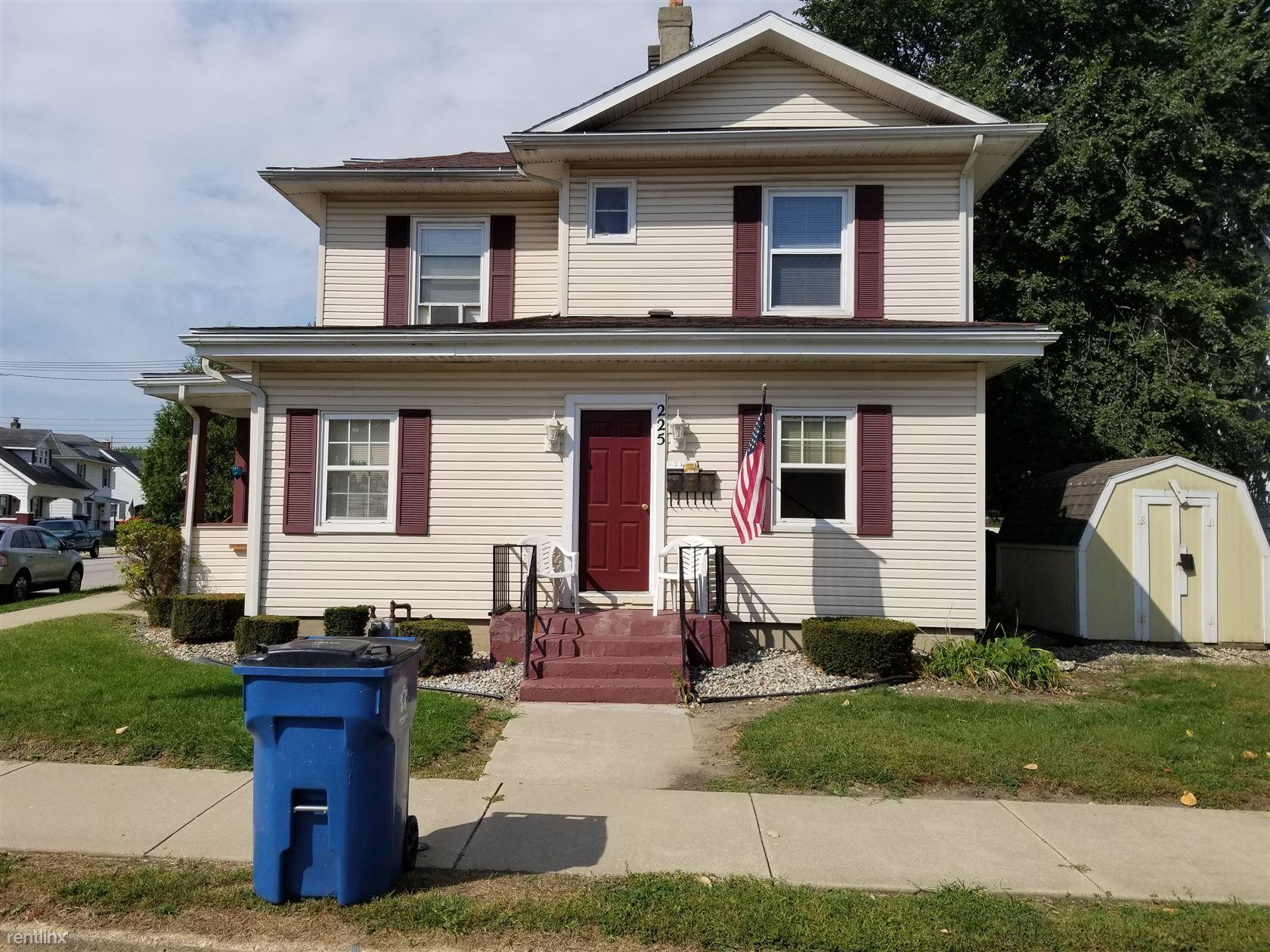 225 Cleveland St Apt 3, Mishawaka, IN - $550