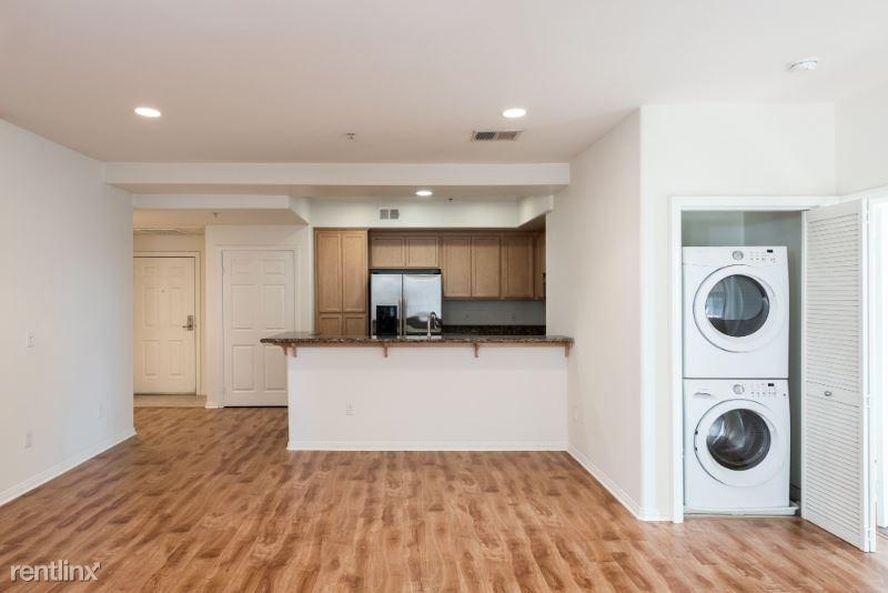 Glenoaks Blvd, Sun Valley, CA - $2,450