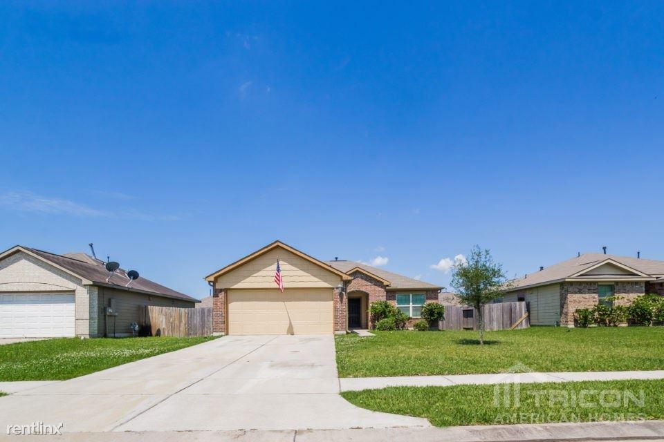 105 N Golden Oak Drive, Texas City, TX - $1,499