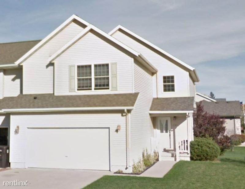 5306 Meadowlark Ln, Cedar Falls, IA - $2,100