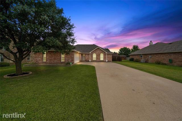 210 Cobblestone Circle, Red Oak, TX - $1,960