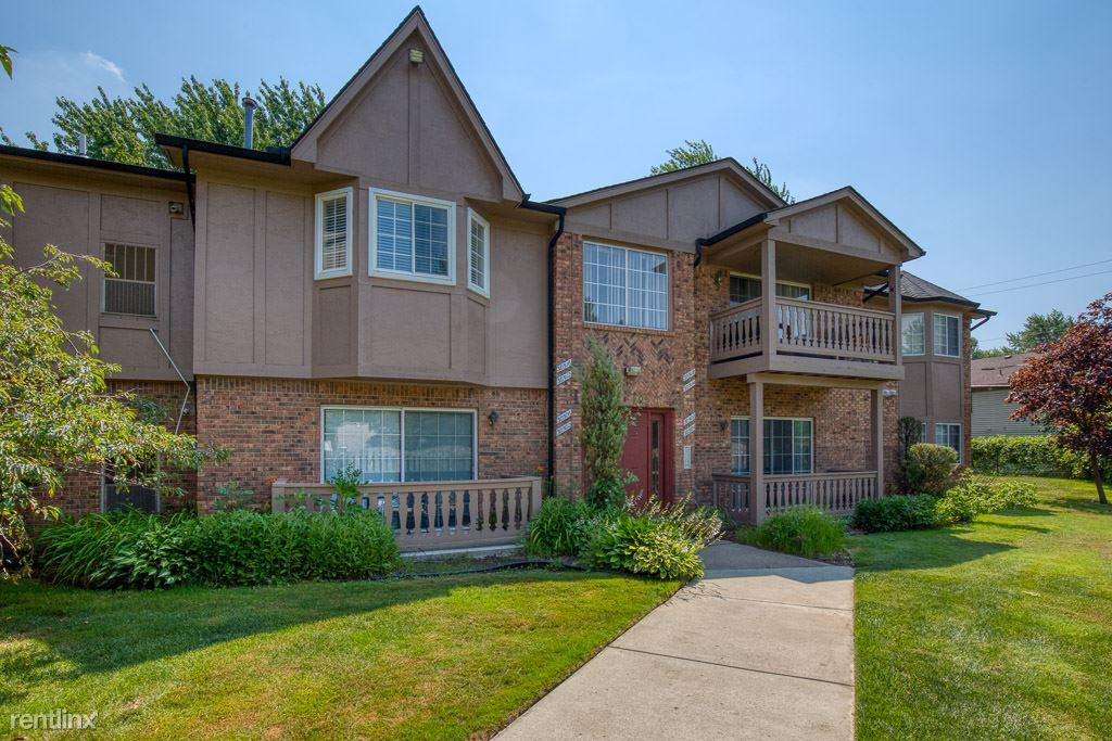 30506 Oakridge Manor Dr, Roseville, MI - $950
