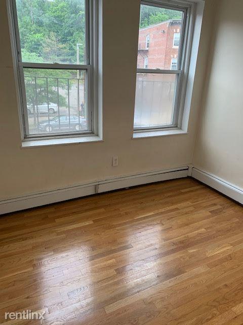 49 S Huntington Ave Apt 201, Boston, MA - $1,150 USD/ month