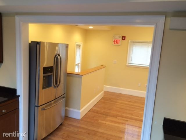 208 Holland St 2, Somerville, MA - $5,200