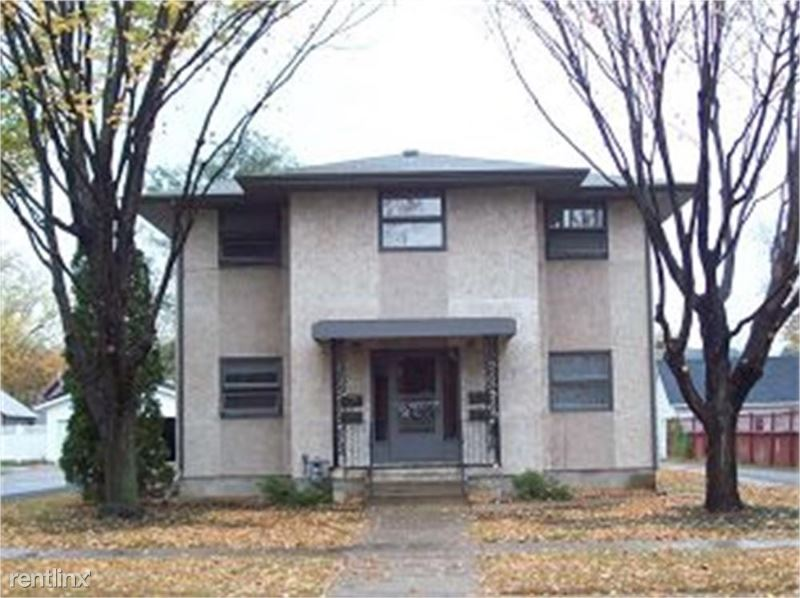 928 2nd Ave NW 1, Faribault, MN - $700