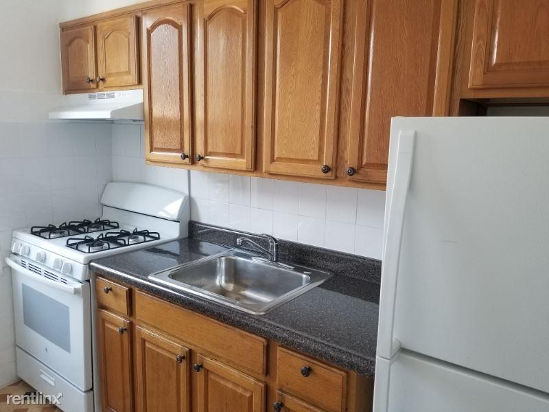 100-06 40th Rd 3, Corona, NY - $1,550