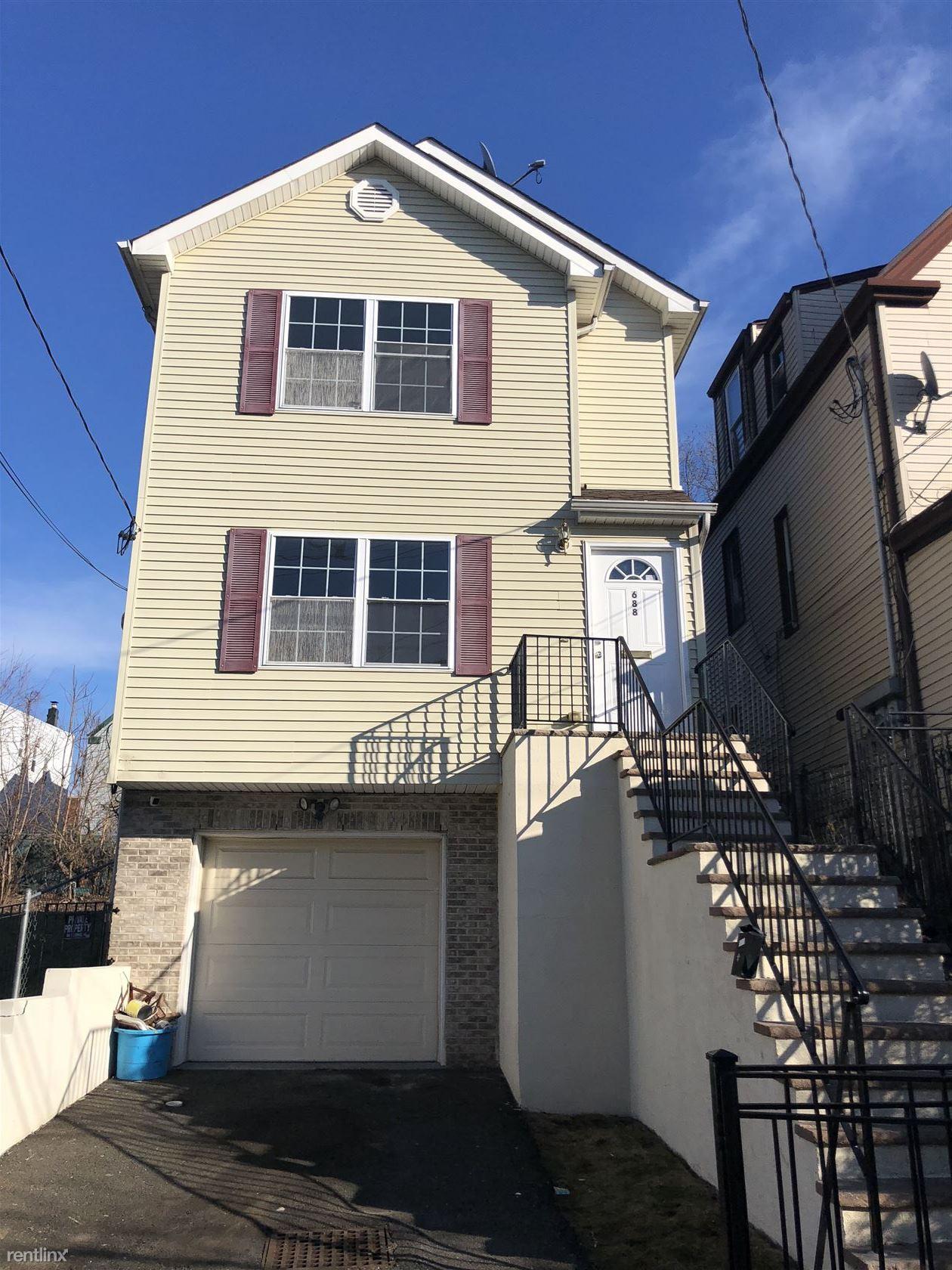 688 S 18th St, Newark, NJ - $2,500