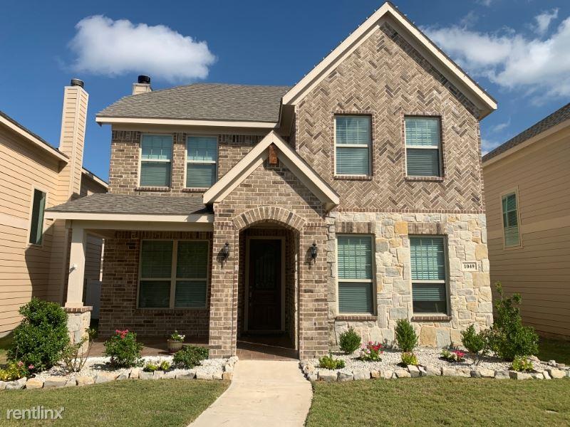 1049 Marietta Lane, SAVANNAH, TX - $2,100