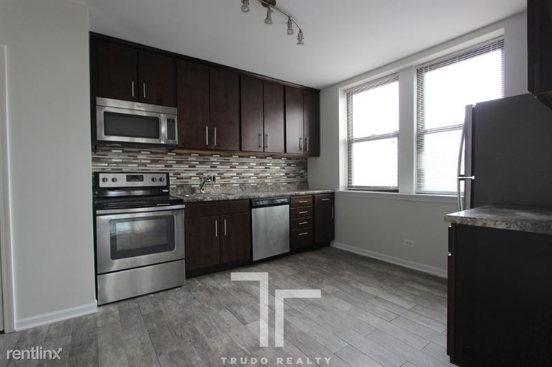 3933 N Clarendon Ave PH7 - 2850USD / month