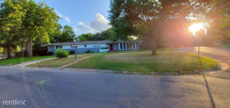 808 Western Hills Dr, Sherman, TX - $3,600
